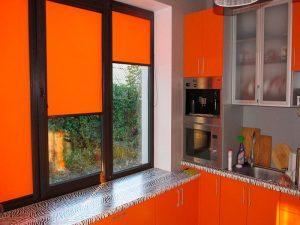 rulonnye-zhalyuzi-na-plastikovye-okna1-300x225