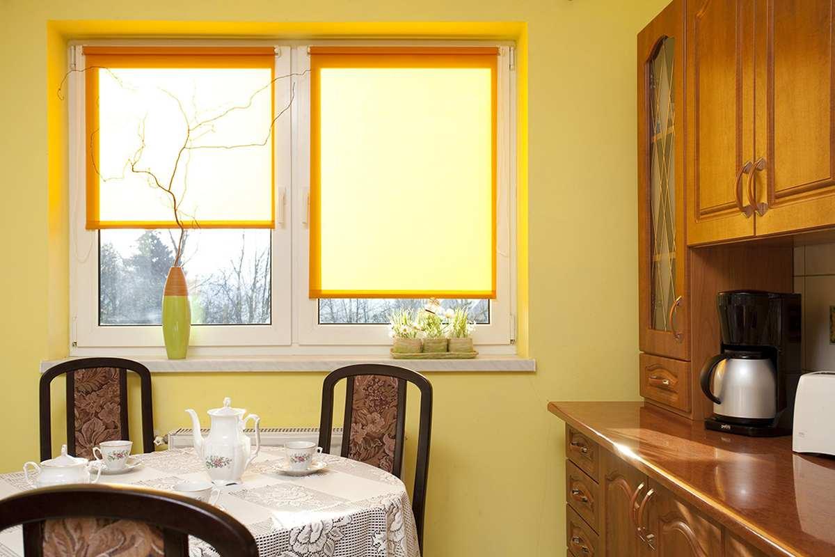 Пластиковые окна - защита от жары: жалюзи
