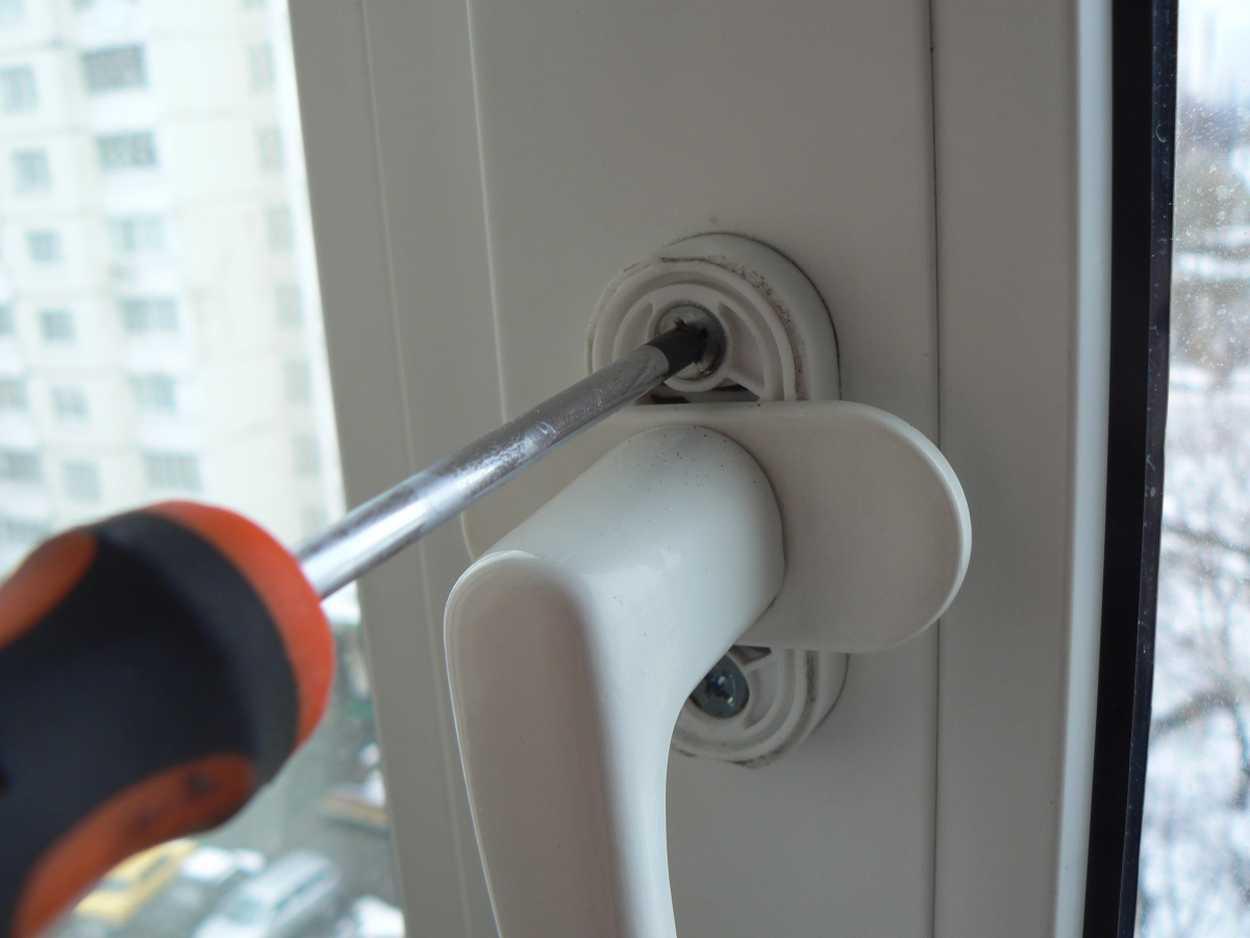 Что менять, если в доме холодно: окна или только стеклопакеты?