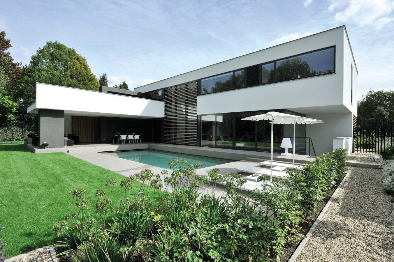 Дизайн окон для загородного дома