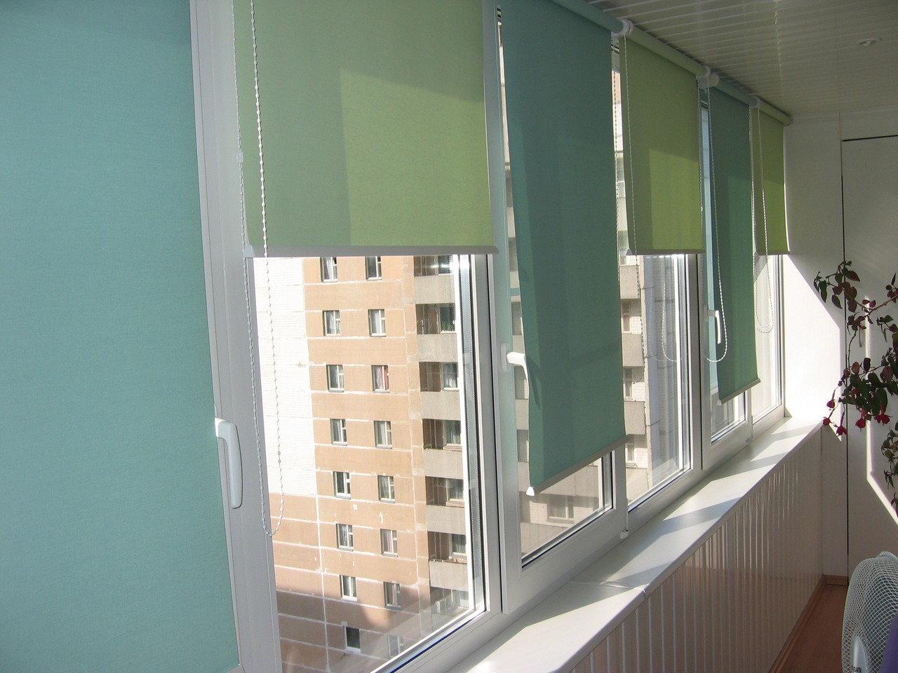 Проблема упирающихся в потолок окон на балконе