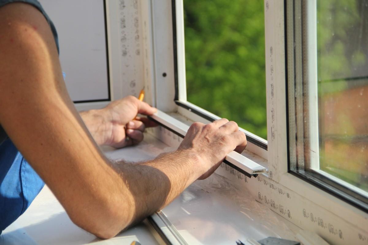 О необходимости своевременной регулировки и ремонта окон
