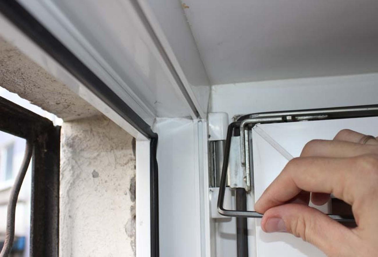 Не работают «ножницы» (окно не откидывается на проветривание)