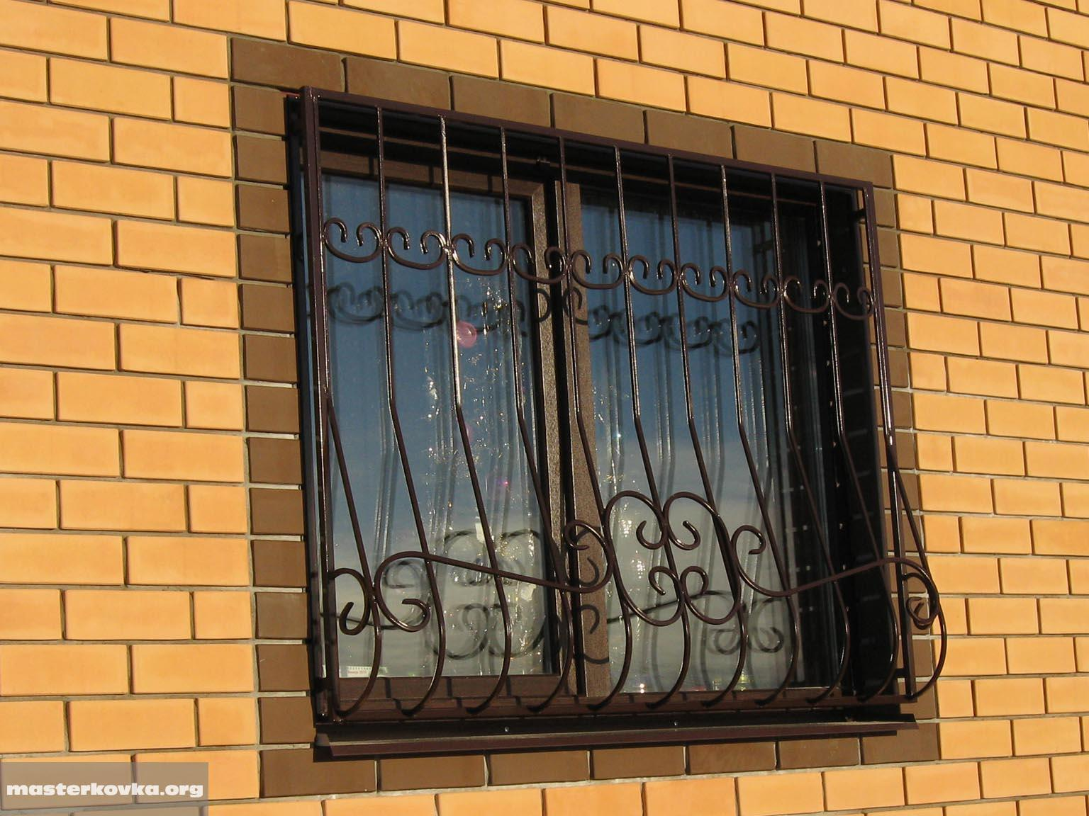 Окна для первого этажа Металлические решетки