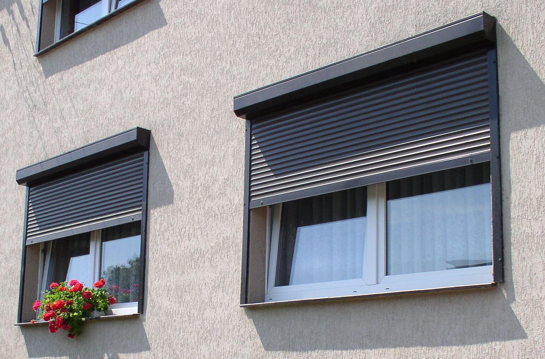 Окна для первого этажа Рольставни