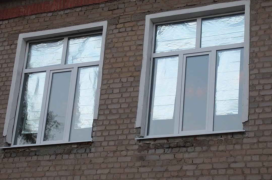 Пластиковые окна заклеенные фольгой