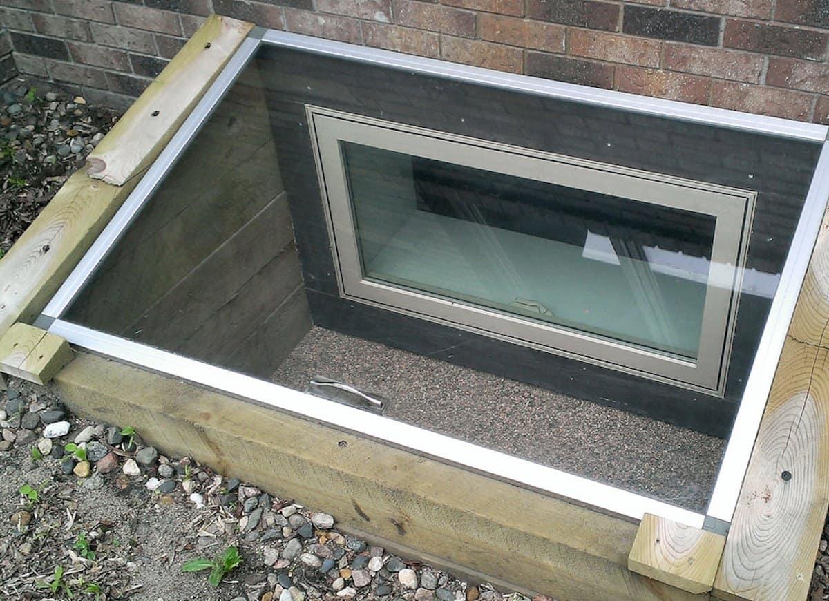 Пластиковые окна для цокольного этажа